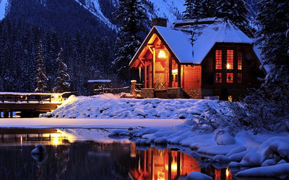 Cozy mountain lodge, Emerald Lake, Yoho National Park, British Columbia, Canada