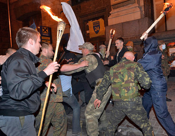 UKRAINE-RUSSIA-CRISIS-POLITICS-ULTRA-NATIONALISTS-FIGHTING